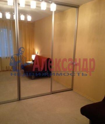 1-комнатная квартира (42м2) в аренду по адресу Пулковская ул., 8— фото 2 из 3
