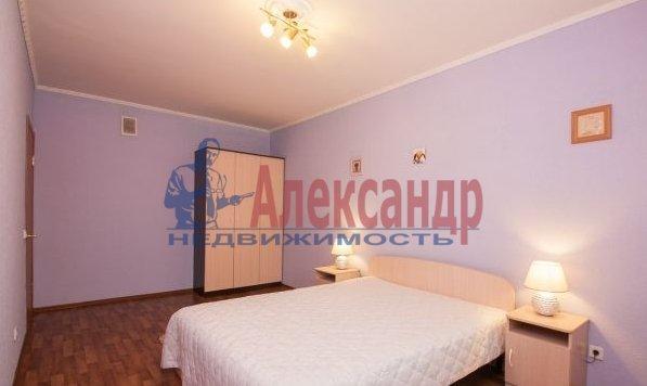 2-комнатная квартира (70м2) в аренду по адресу Латышских Стрелков ул., 15— фото 3 из 8