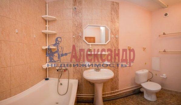 2-комнатная квартира (70м2) в аренду по адресу Латышских Стрелков ул., 15— фото 5 из 8