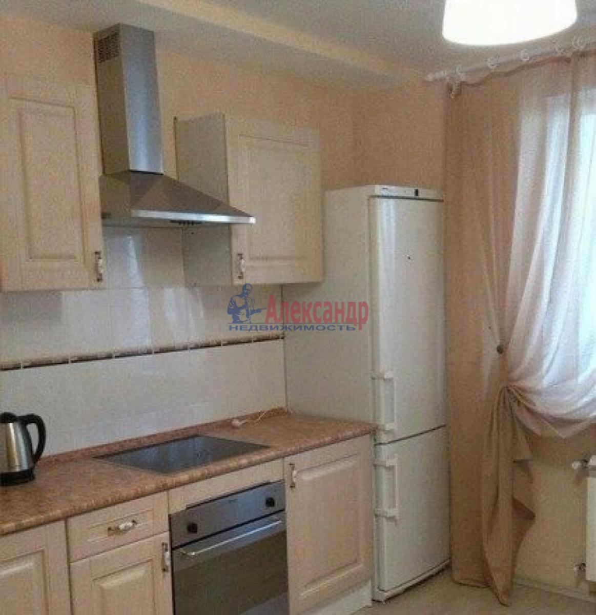 Комната в 3-комнатной квартире (74м2) в аренду по адресу Ленсовета ул., 73— фото 1 из 3