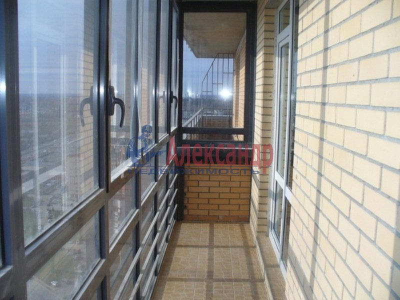 2-комнатная квартира (69м2) в аренду по адресу Есенина ул., 1— фото 10 из 11
