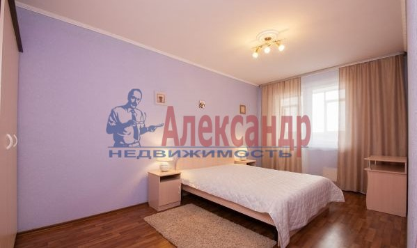 2-комнатная квартира (70м2) в аренду по адресу Латышских Стрелков ул., 15— фото 4 из 8