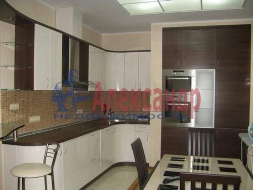 2-комнатная квартира (60м2) в аренду по адресу Пулковская ул., 8— фото 2 из 5