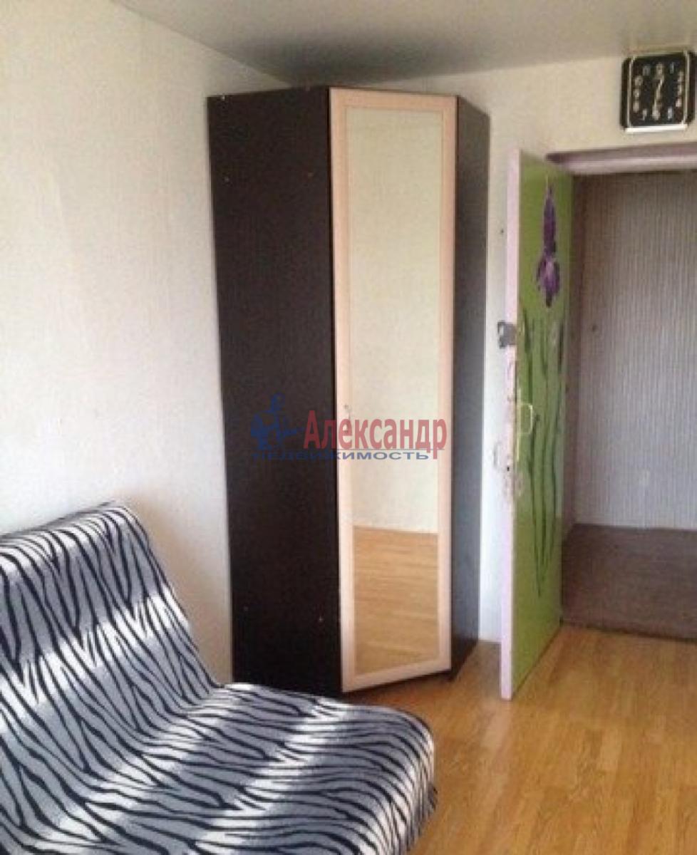 Комната в 3-комнатной квартире (68м2) в аренду по адресу Косая линия, 24/25— фото 2 из 3