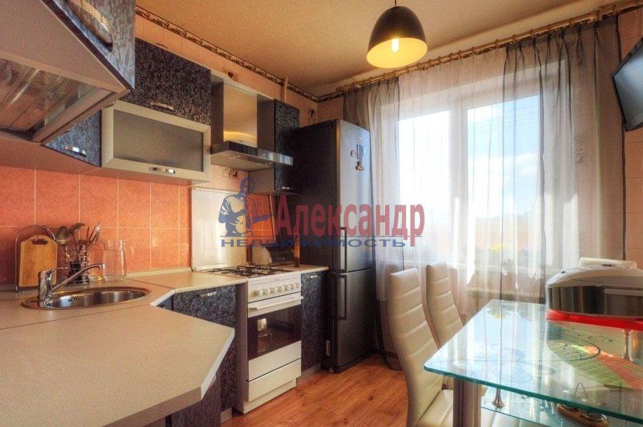 2-комнатная квартира (71м2) в аренду по адресу Звездная ул., 11— фото 3 из 6
