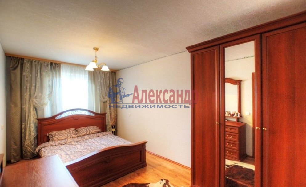 2-комнатная квартира (71м2) в аренду по адресу Звездная ул., 11— фото 2 из 6