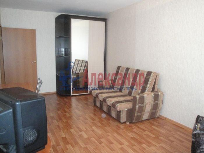 1-комнатная квартира (36м2) в аренду по адресу Дрезденская ул., 15— фото 2 из 3