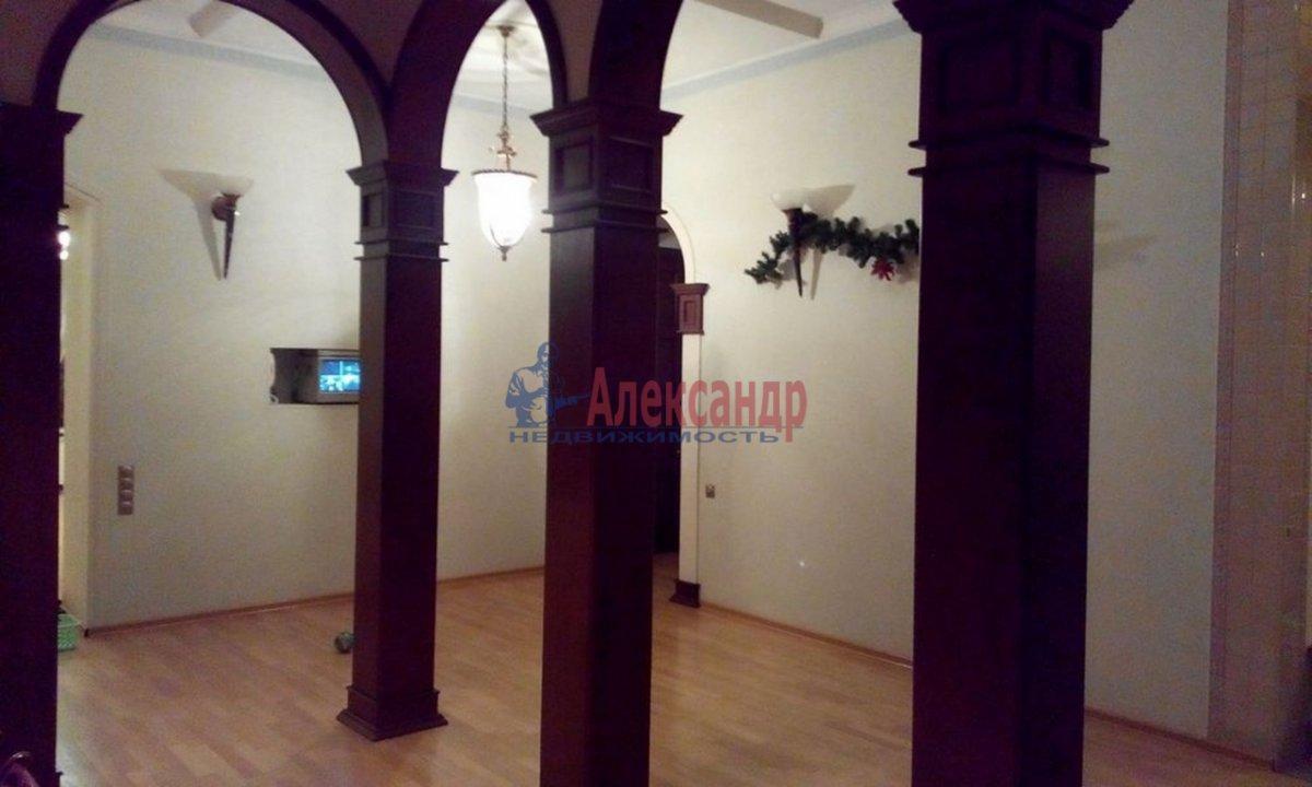 4-комнатная квартира (220м2) в аренду по адресу Кронверкский пр., 61/28— фото 4 из 13