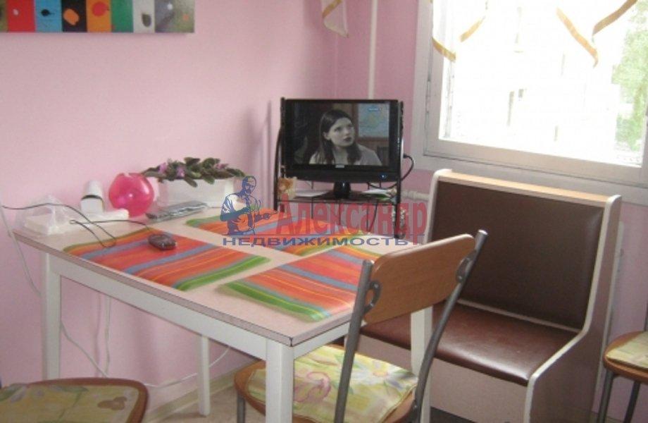 2-комнатная квартира (53м2) в аренду по адресу Обуховской Обороны пр., 142— фото 1 из 5