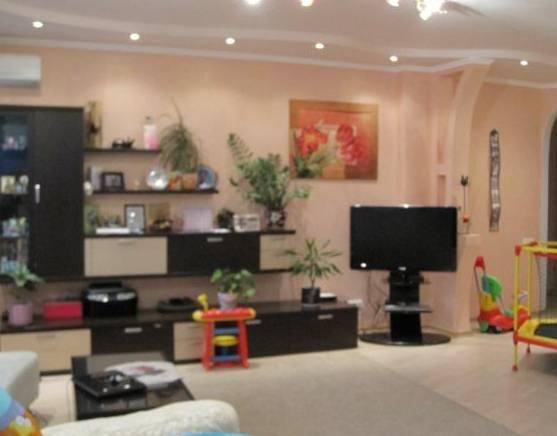 3-комнатная квартира (100м2) в аренду по адресу Рашетова ул., 14— фото 1 из 6
