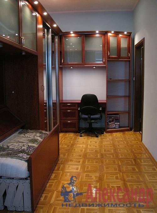 2-комнатная квартира (80м2) в аренду по адресу Веденеева ул., 2— фото 2 из 9