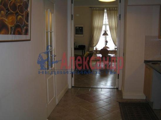 1-комнатная квартира (60м2) в аренду по адресу Реки Мойки наб., 6— фото 3 из 3