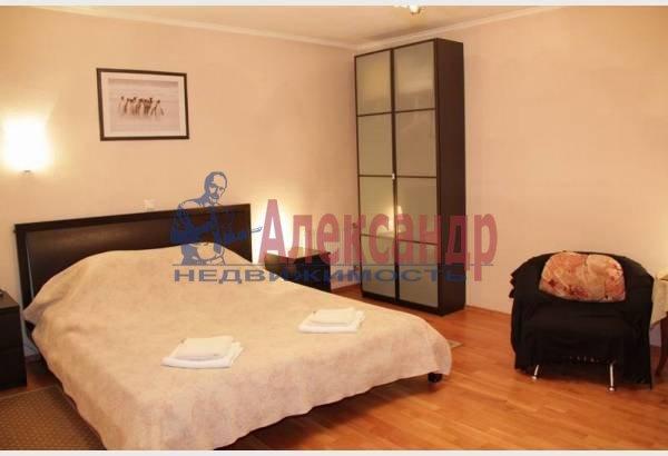 1-комнатная квартира (32м2) в аренду по адресу Адмиралтейский пр., 10— фото 2 из 8