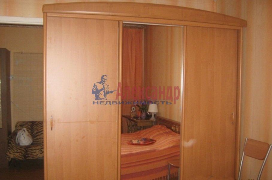 2-комнатная квартира (53м2) в аренду по адресу Обуховской Обороны пр., 142— фото 3 из 5