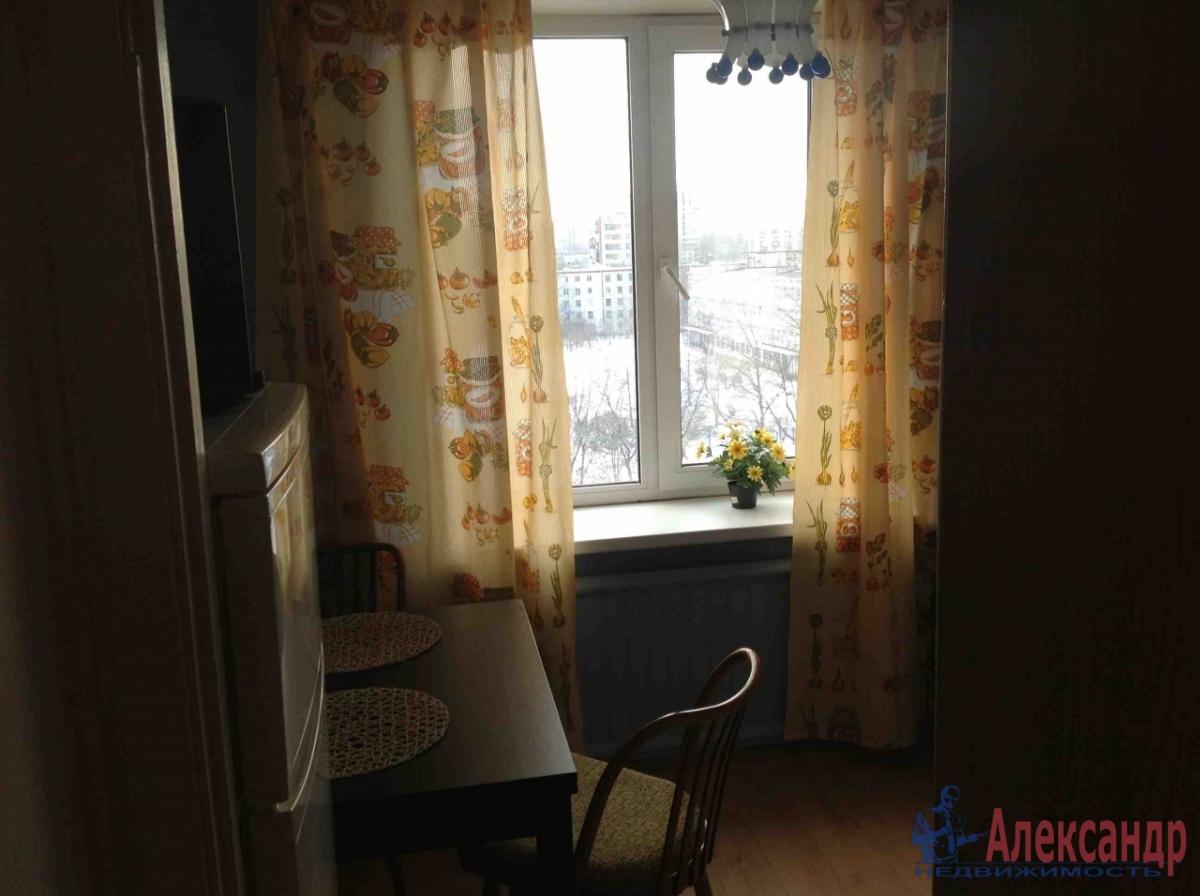 Комната в 2-комнатной квартире (36м2) в аренду по адресу Дыбенко ул., 27— фото 1 из 2