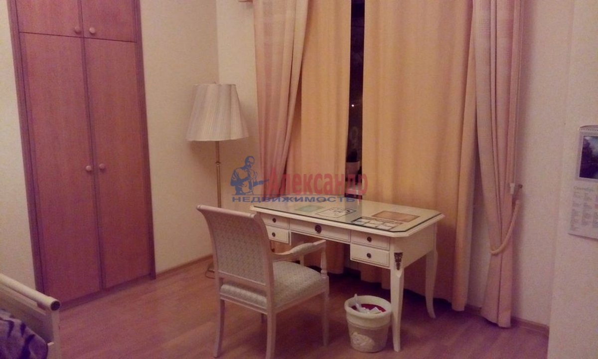 4-комнатная квартира (220м2) в аренду по адресу Кронверкский пр., 61/28— фото 7 из 13