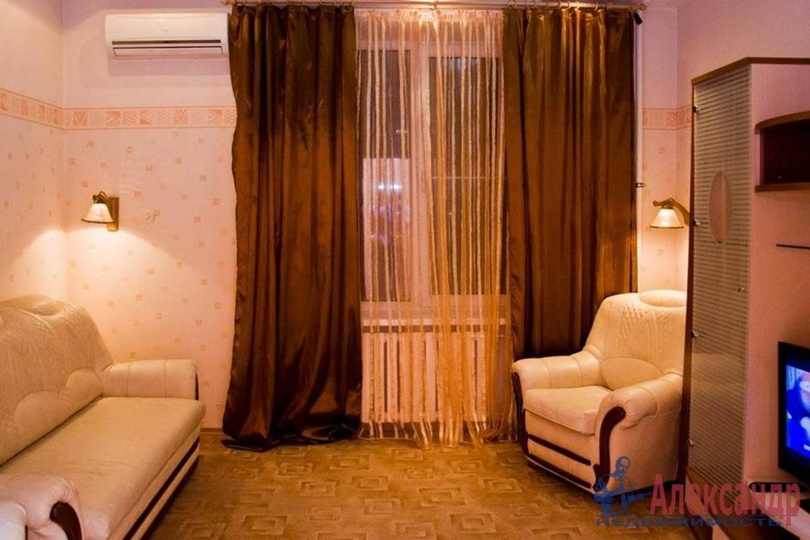 2-комнатная квартира (65м2) в аренду по адресу Подковырова ул., 7— фото 1 из 4