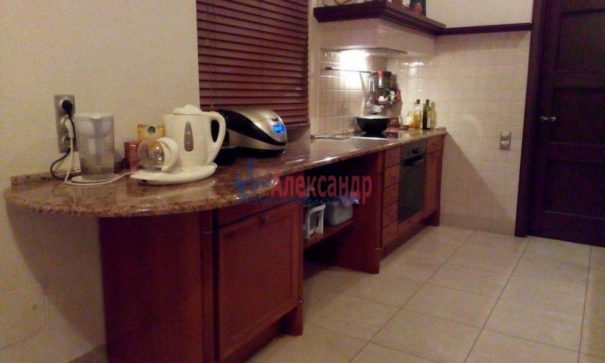 4-комнатная квартира (220м2) в аренду по адресу Кронверкский пр., 61/28— фото 8 из 13