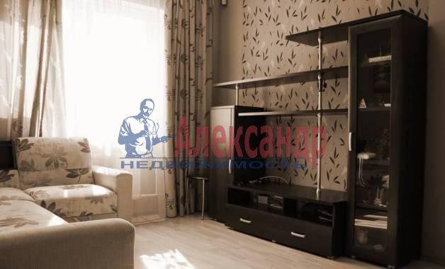 1-комнатная квартира (40м2) в аренду по адресу Дунайский пр., 23— фото 1 из 5