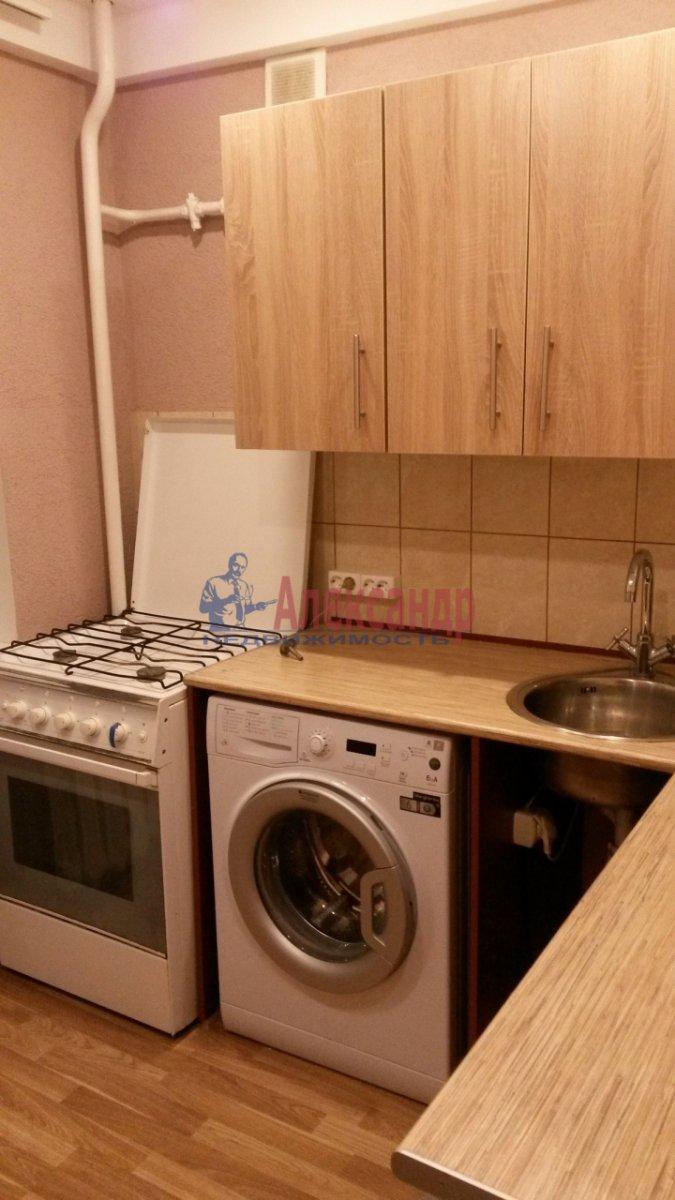 2-комнатная квартира (47м2) в аренду по адресу Новоизмайловский просп., 1— фото 1 из 7
