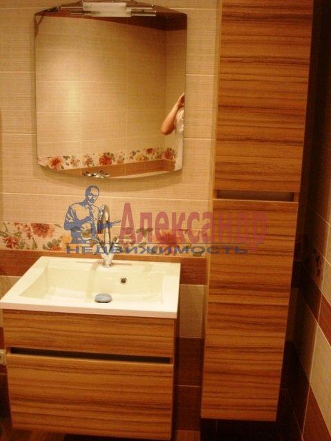 2-комнатная квартира (69м2) в аренду по адресу Есенина ул., 1— фото 5 из 11