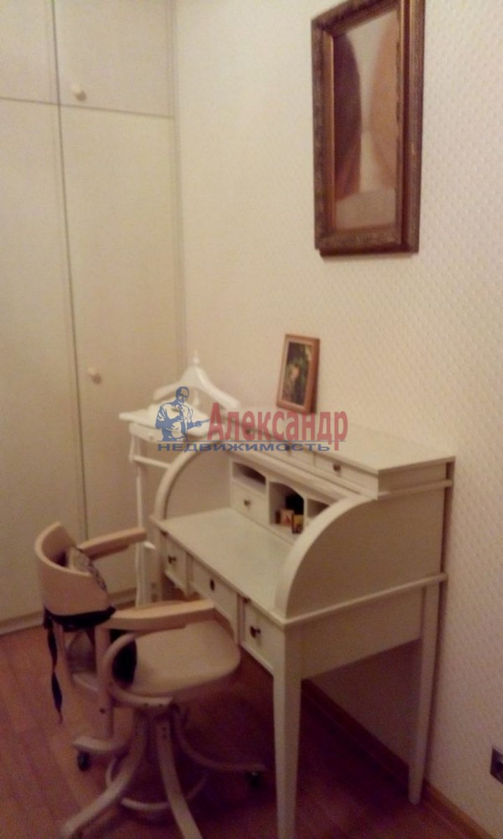 4-комнатная квартира (220м2) в аренду по адресу Кронверкский пр., 61/28— фото 9 из 13