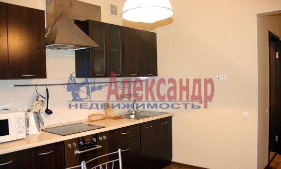 1-комнатная квартира (39м2) в аренду по адресу Брянцева ул., 15— фото 2 из 3