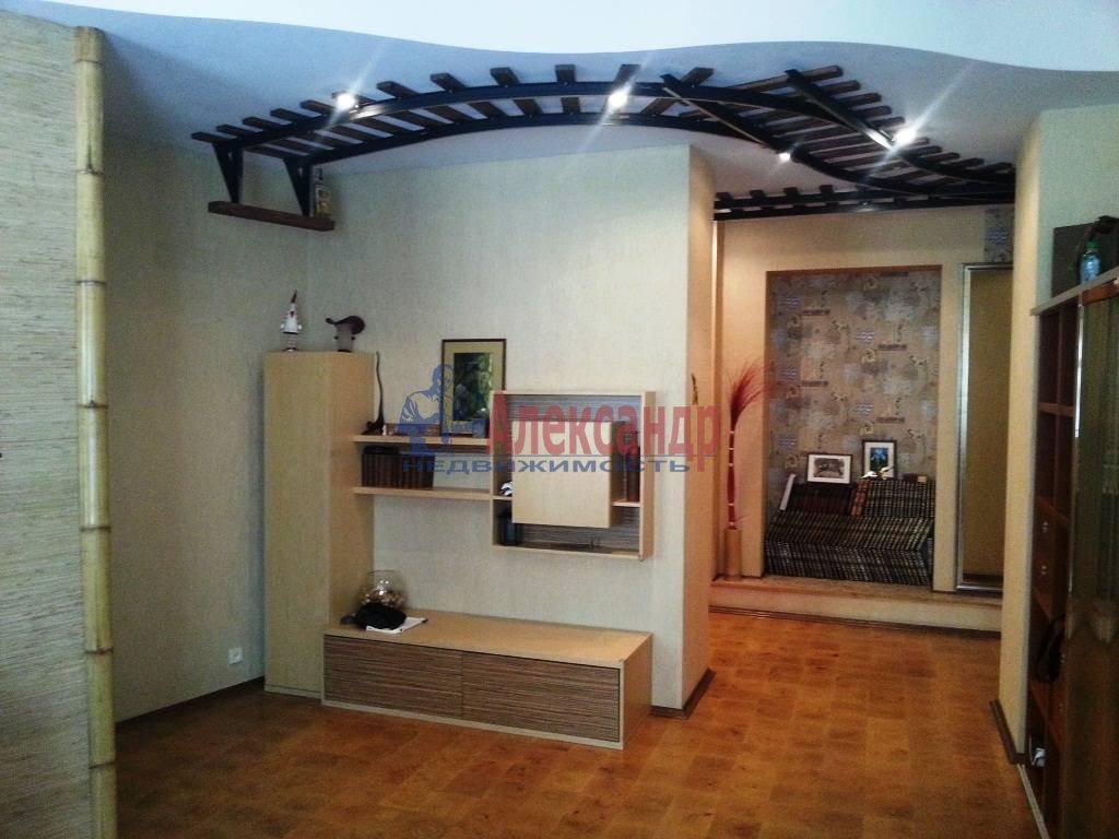2-комнатная квартира (80м2) в аренду по адресу Ропшинская ул., 24— фото 2 из 9