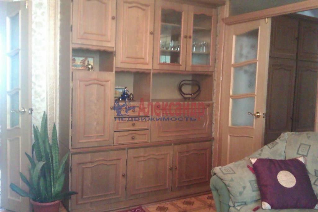 3-комнатная квартира (65м2) в аренду по адресу Большевиков пр., 9— фото 2 из 10