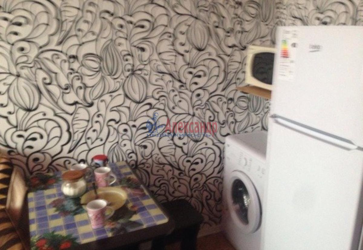 Комната в 3-комнатной квартире (76м2) в аренду по адресу Маршала Казакова ул., 10— фото 3 из 4