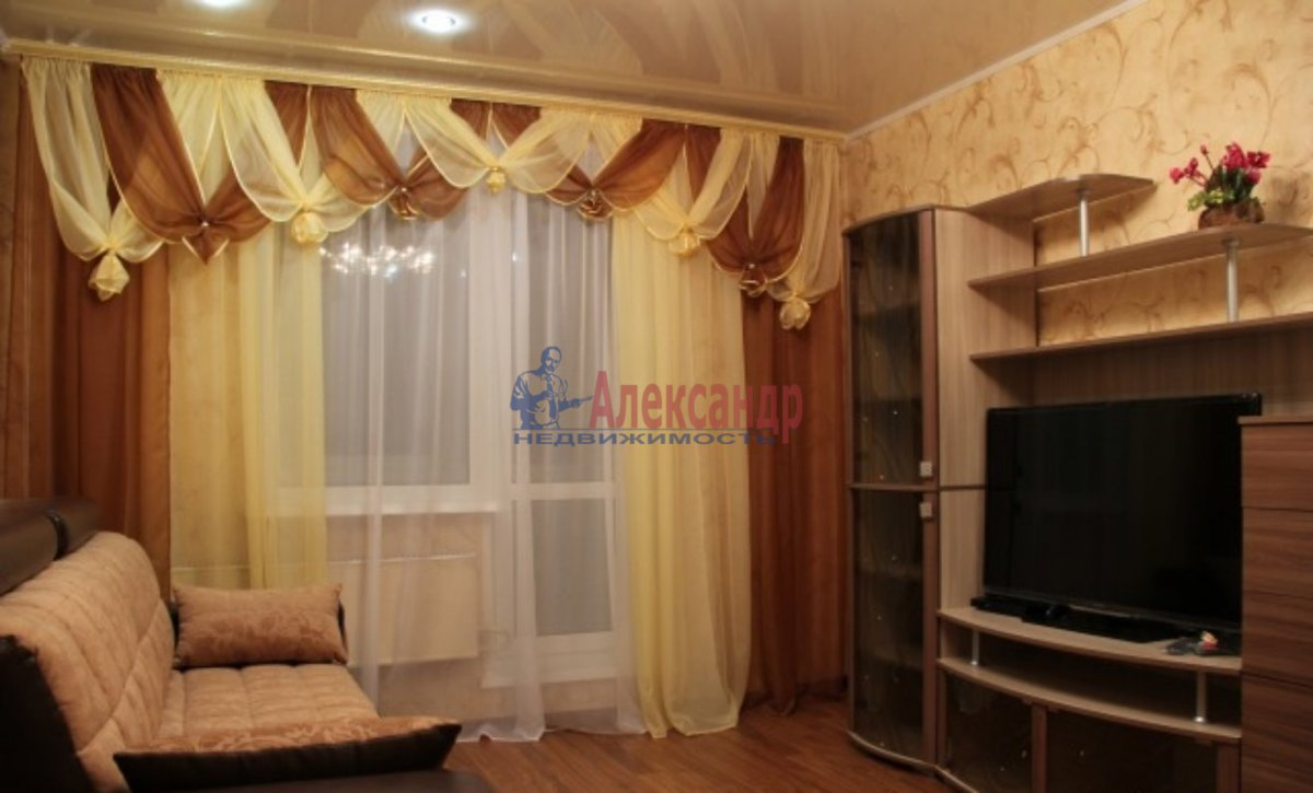 2-комнатная квартира (56м2) в аренду по адресу Беговая ул., 5— фото 1 из 6