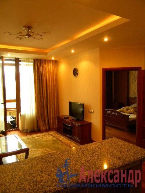 2-комнатная квартира (74м2) в аренду по адресу Декабристов ул., 16— фото 3 из 10