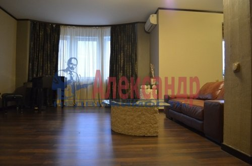 2-комнатная квартира (75м2) в аренду по адресу Восстания ул., 6— фото 4 из 10