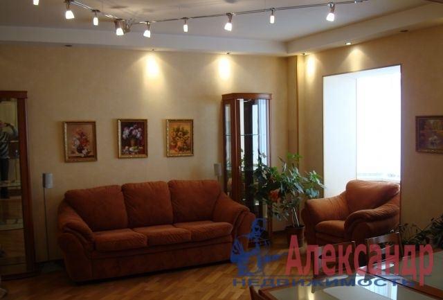 3-комнатная квартира (95м2) в аренду по адресу Комендантский пр., 12— фото 1 из 4