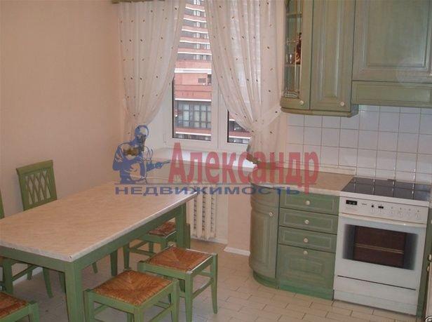 2-комнатная квартира (62м2) в аренду по адресу Глухарская ул., 5— фото 3 из 8