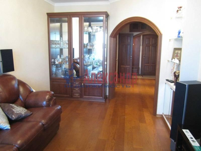 3-комнатная квартира (78м2) в аренду по адресу Ярослава Гашека ул., 15— фото 2 из 6