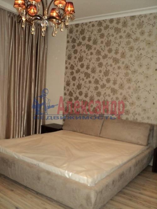 2-комнатная квартира (60м2) в аренду по адресу Типанова ул., 34— фото 2 из 8