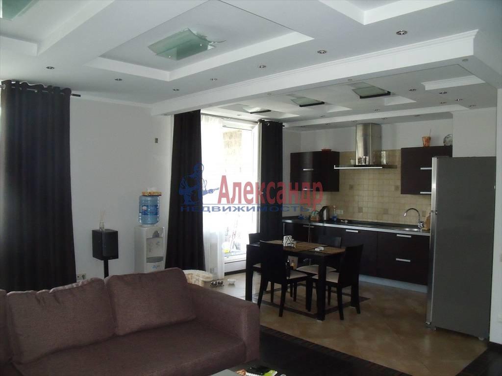 2-комнатная квартира (80м2) в аренду по адресу Кораблестроителей ул., 30— фото 1 из 8