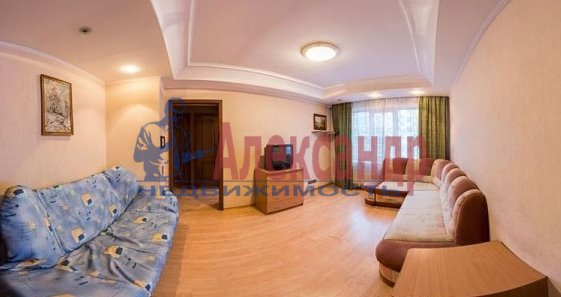 Комната в 2-комнатной квартире (62м2) в аренду по адресу Большевиков пр., 7— фото 1 из 3