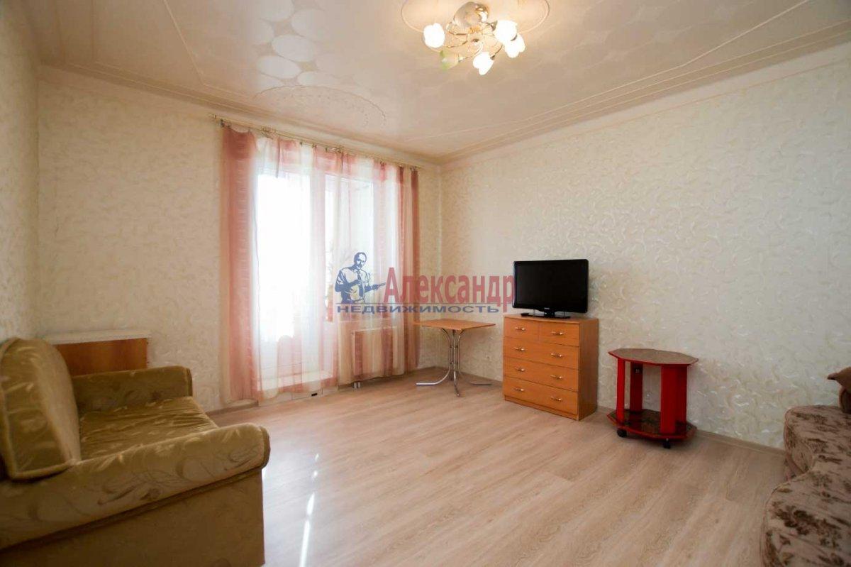 1-комнатная квартира (40м2) в аренду по адресу Кораблестроителей ул., 32— фото 1 из 6