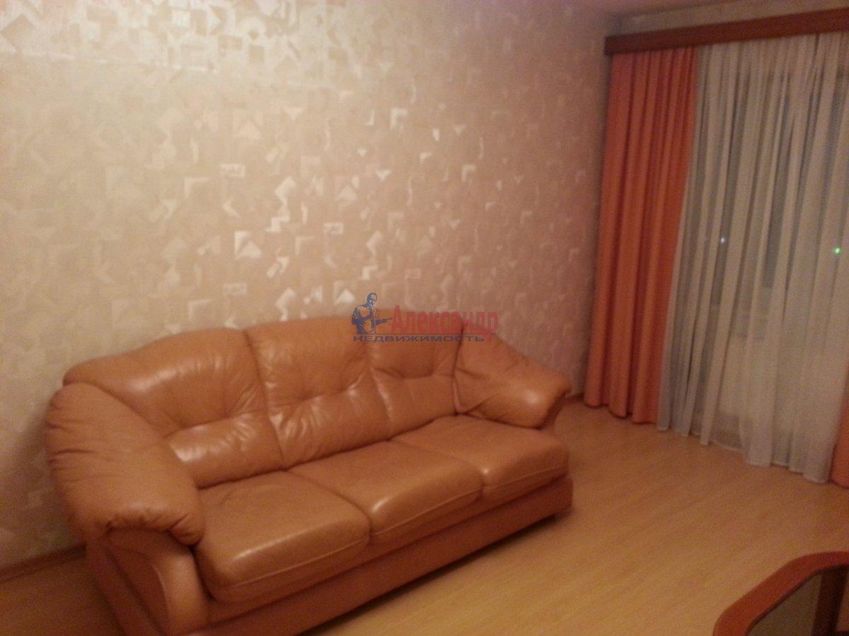 1-комнатная квартира (48м2) в аренду по адресу Ленсовета ул., 88— фото 10 из 18