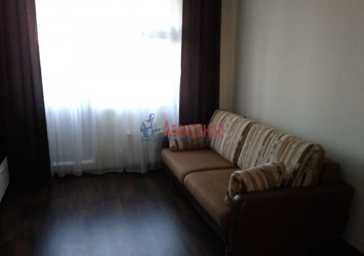 1-комнатная квартира (40м2) в аренду по адресу Луначарского пр., 15— фото 3 из 9