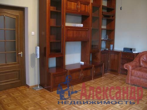 2-комнатная квартира (80м2) в аренду по адресу Веденеева ул., 2— фото 3 из 9