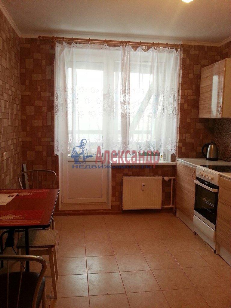 2-комнатная квартира (66м2) в аренду по адресу Ткачей ул., 5— фото 2 из 9