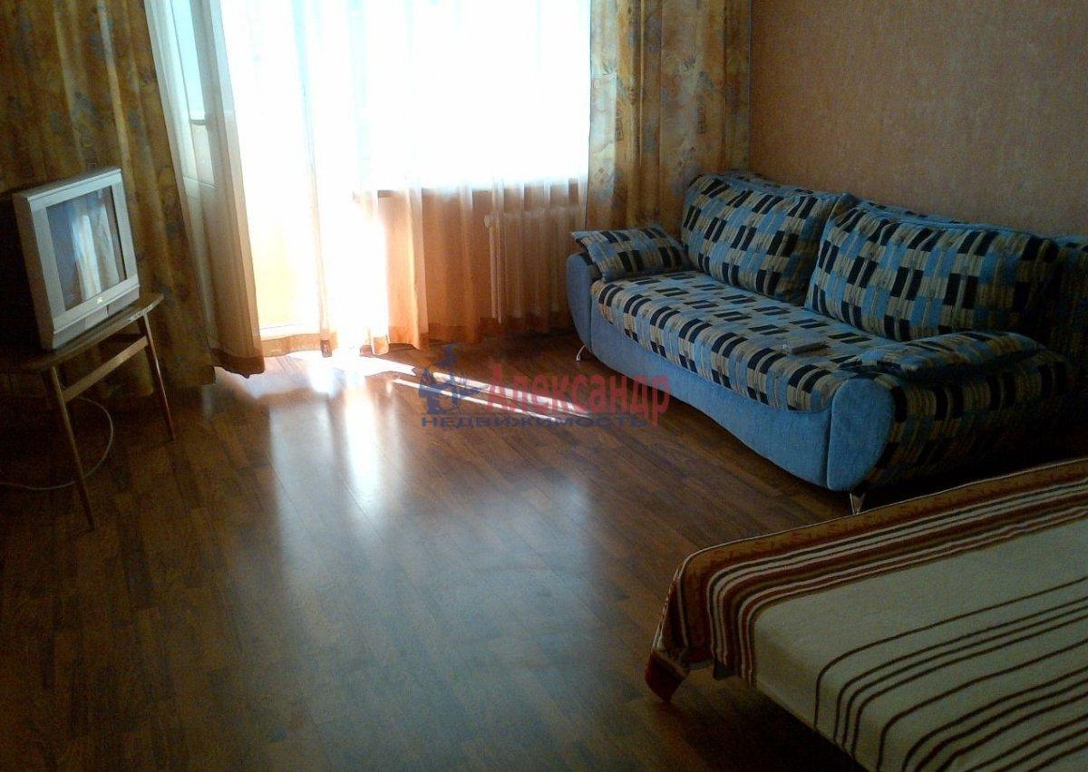 Комната в 2-комнатной квартире (51м2) в аренду по адресу Тихорецкий пр., 9— фото 1 из 4