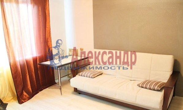 1-комнатная квартира (41м2) в аренду по адресу Народного Ополчения пр., 10— фото 2 из 5