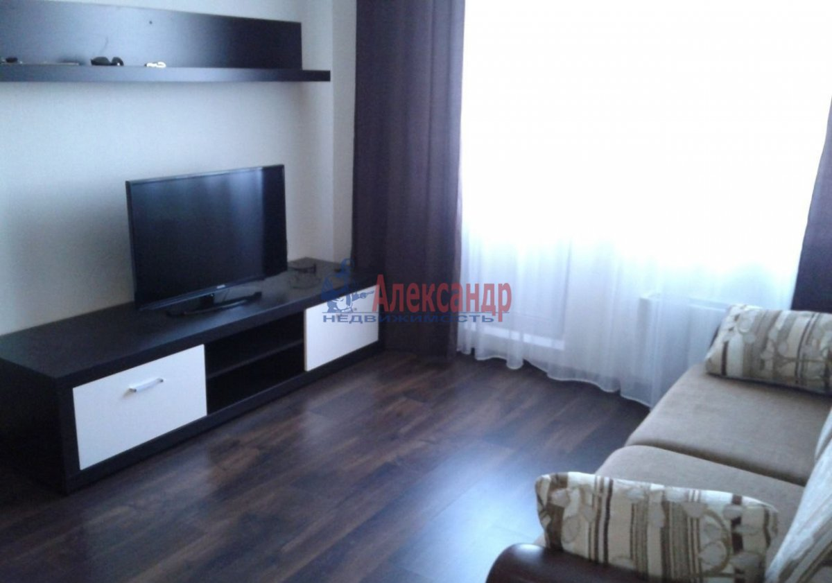 1-комнатная квартира (40м2) в аренду по адресу Луначарского пр., 15— фото 1 из 9