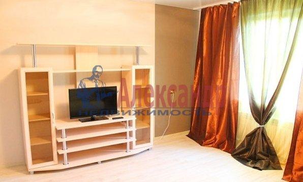 1-комнатная квартира (41м2) в аренду по адресу Народного Ополчения пр., 10— фото 3 из 5