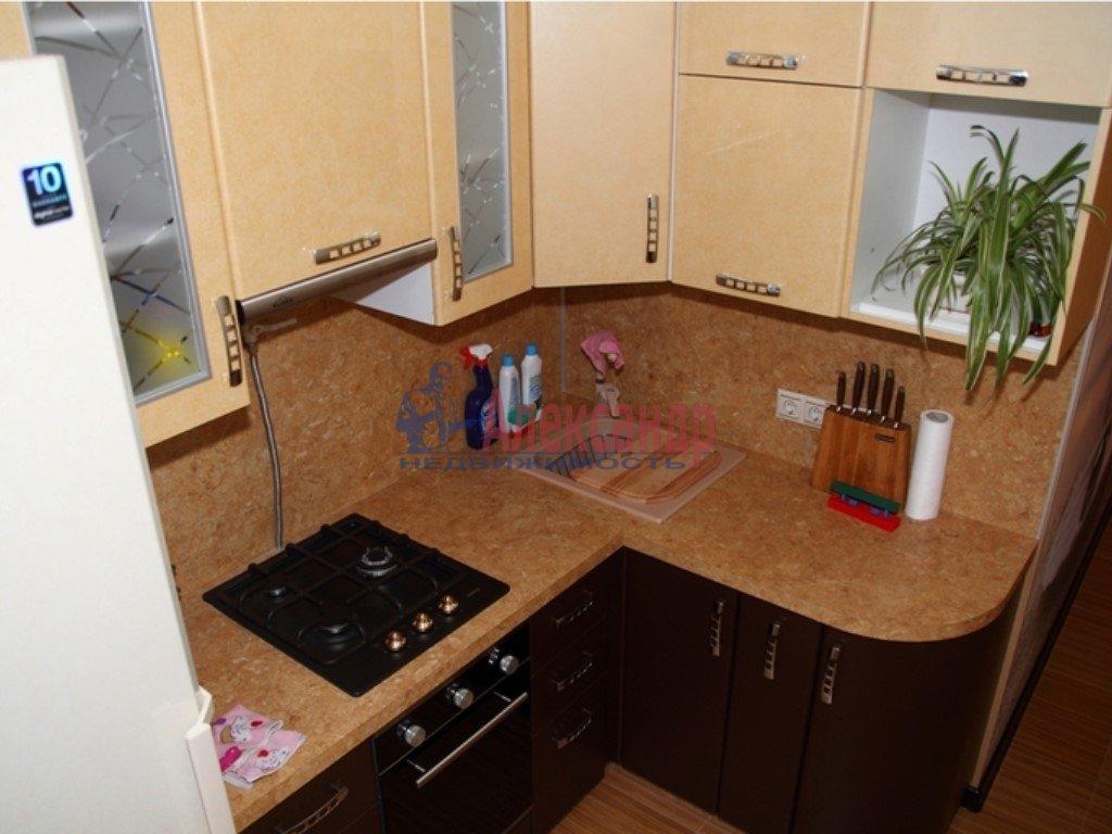 2-комнатная квартира (50м2) в аренду по адресу Ленсовета ул., 28— фото 2 из 5