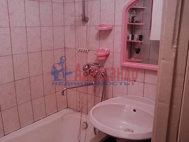 Комната в 3-комнатной квартире (82м2) в аренду по адресу Новосмоленская наб., 1— фото 2 из 3